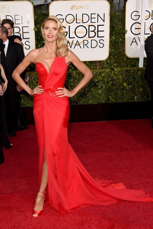 elblogdeanasuero_Globos de Oro 2015_Heidi Klum Versace vestido rojo asimétrico
