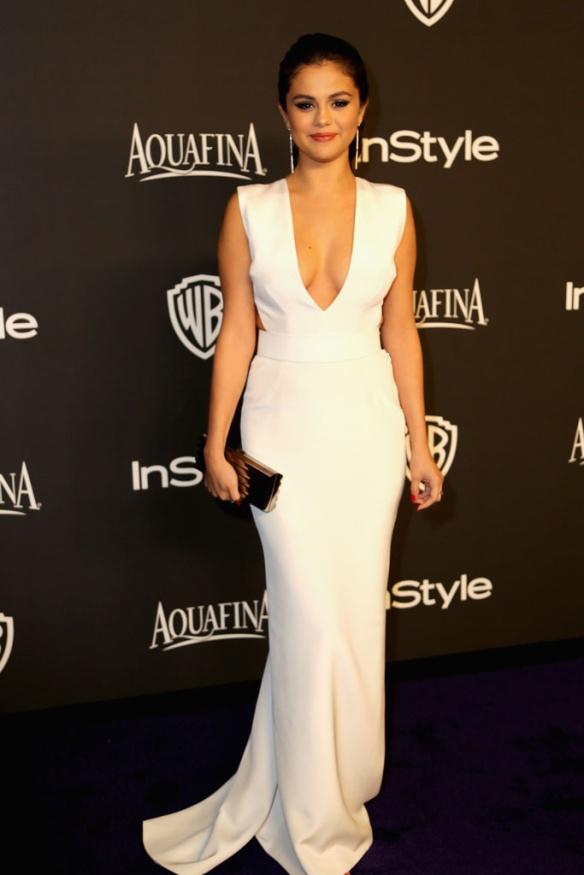 elblogdeanasuero_Globos de Oro 2015_Selena Gómez Kafman Franco vestido blanco escotazo