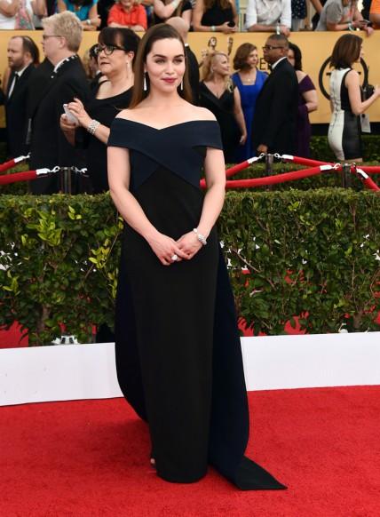 elblogdeanasuero_SAG Awards 2015_Emilia Clarke Donna Karan negro y azul marino