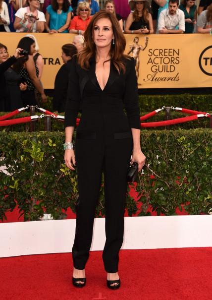 elblogdeanasuero_SAG Awards 2015_Julia Roberts Givenchy mono negro tipo esmoquin