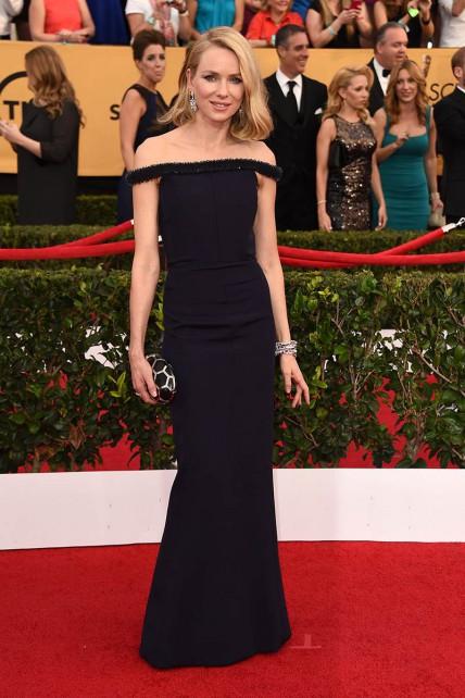 elblogdeanasuero_SAG Awards 2015_Naomi Watts Balenciaga azul noche escote barco