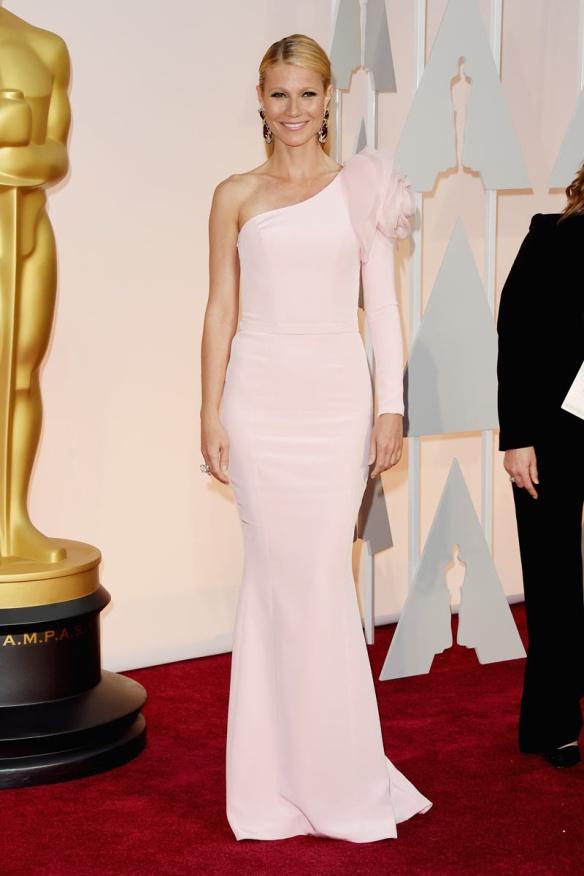elblogdeanasuero_Oscars 2015_Gwyneth Paltrow Ralph & Russo rosa claro asimétrico