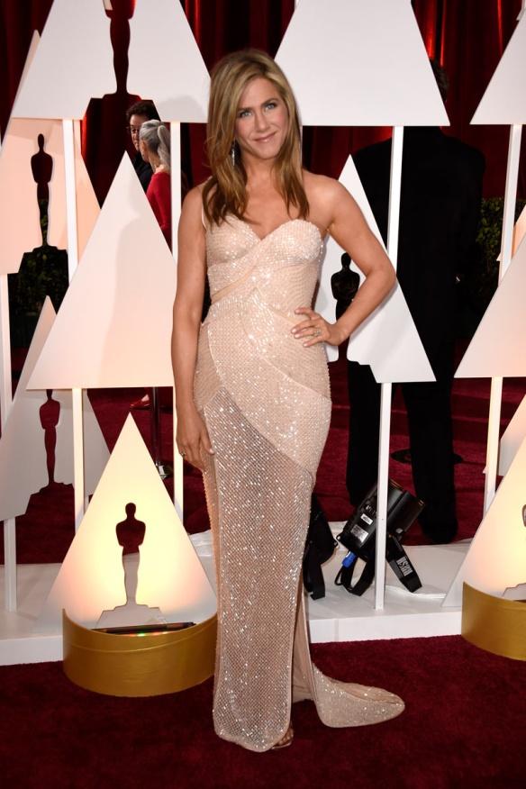 elblogdeanasuero_Oscars 2015_Jennifer Aniston Versace palabra de honor paillettes