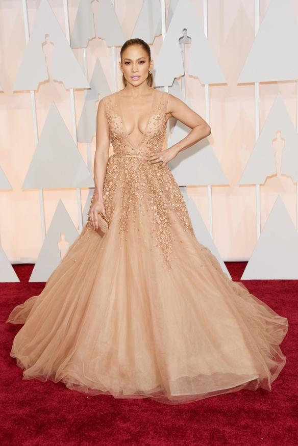 elblogdeanasuero_Oscars 2015_Jennifer López Elie Saab nude paillettes y escotazo