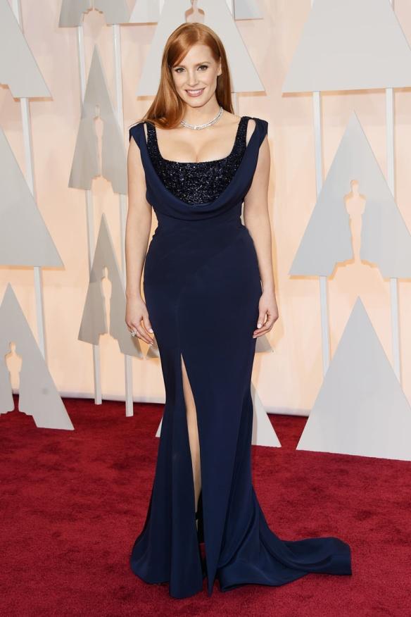 elblogdeanasuero_Oscars 2015_Jessica Chastain Givenchy azul oscuro con paillettes