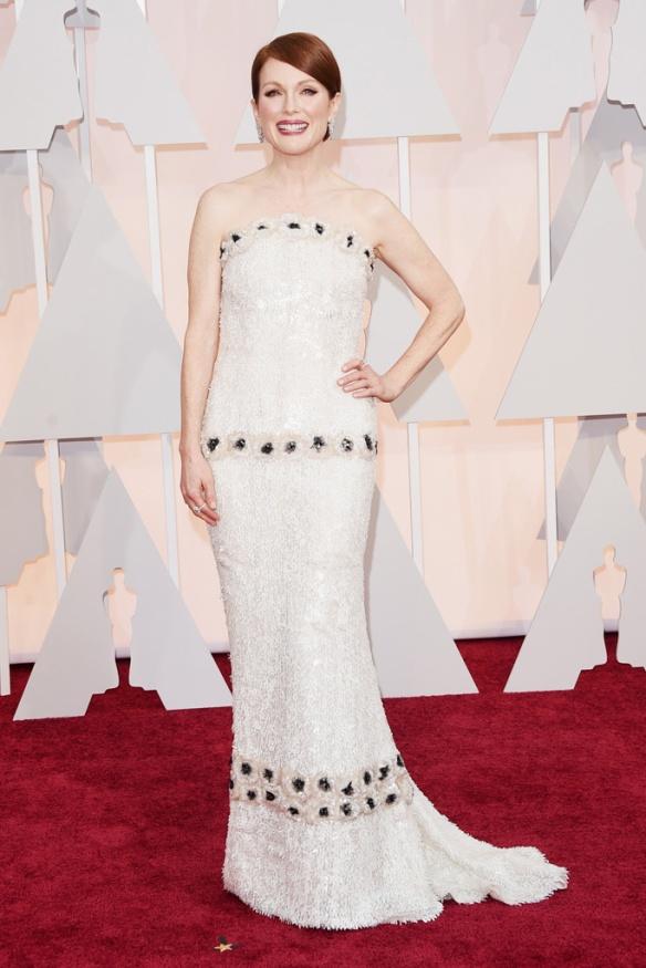 elblogdeanasuero_Oscars 2015_Julianne Moore Chanel vestido joya