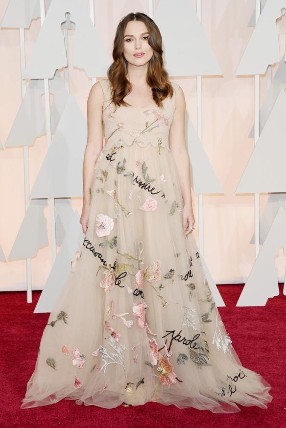 elblogdeanasuero_Oscars 2015_Keira Knightley Valentino nude flores