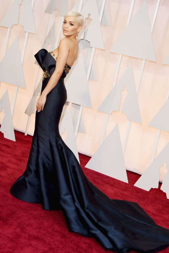 elblogdeanasuero_Oscars 2015_Rita Ora Marchesa azul oscuro sirena