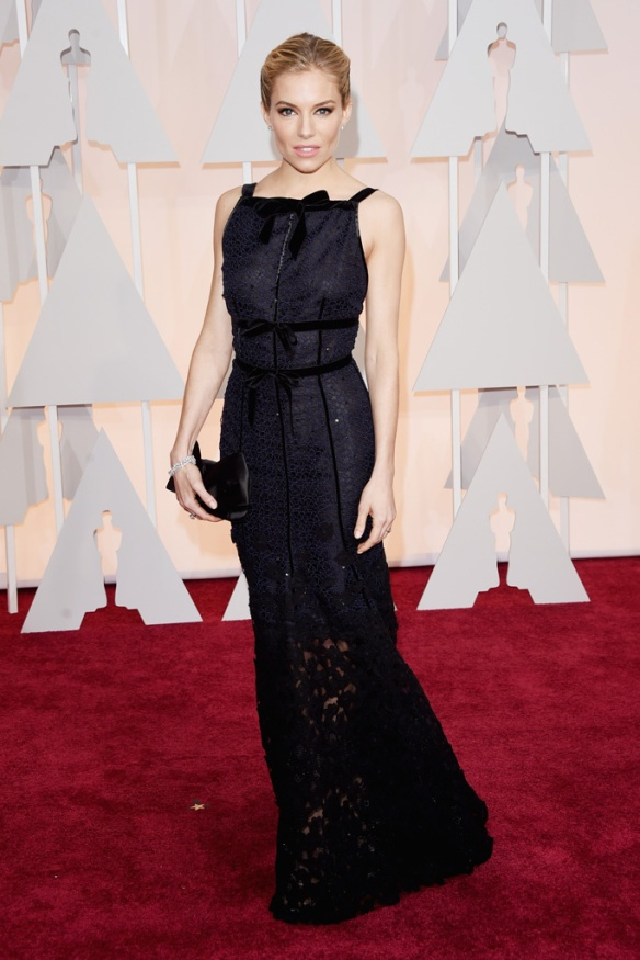 elblogdeanasuero_Oscars 2015_Sienna Miller Óscar de la Renta negro
