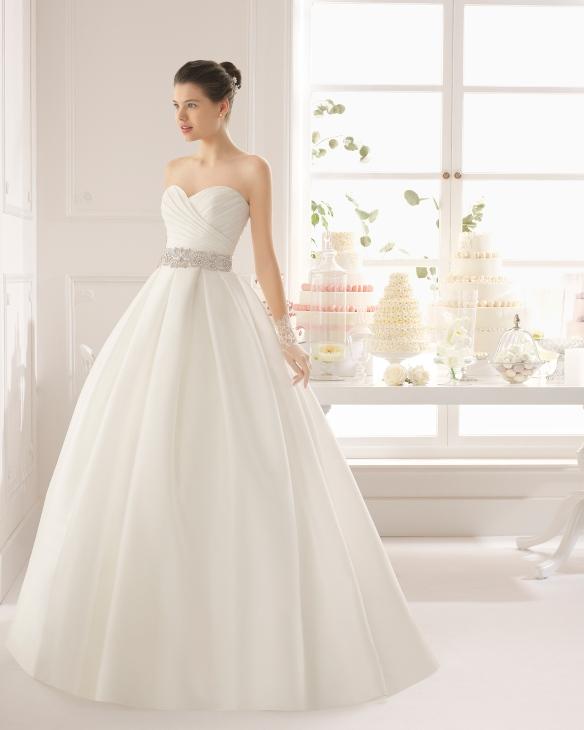 elblogdeanasuero-Vestidos de novia 2015-Aire Barcelona vestido de baile escote corazón