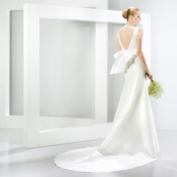 elblogdeanasuero-Vestidos de novia 2015-Jesús Peiró vestido clásico tubo espalda