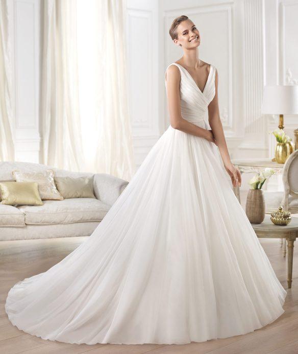 elblogdeanasuero-Vestidos de novia 2015-Pronovias vestido clásico de gasa y organza