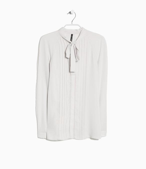 elblogdeanasuero_Pantone Primavera 2015_Mango Color gris blusa lazo plisada