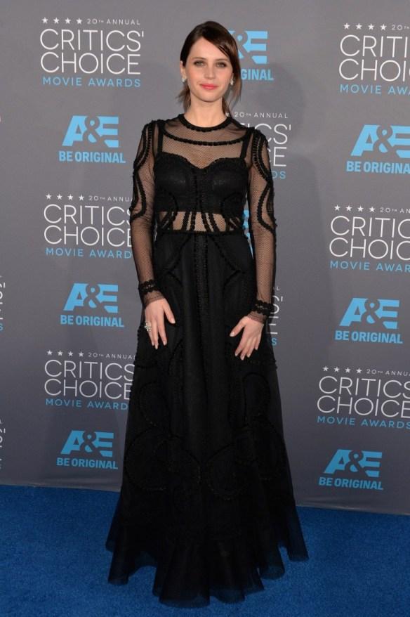 elblogdeanasuero-El estilo de Felicity-Dolce & Gabbana vestido negro con transparencias