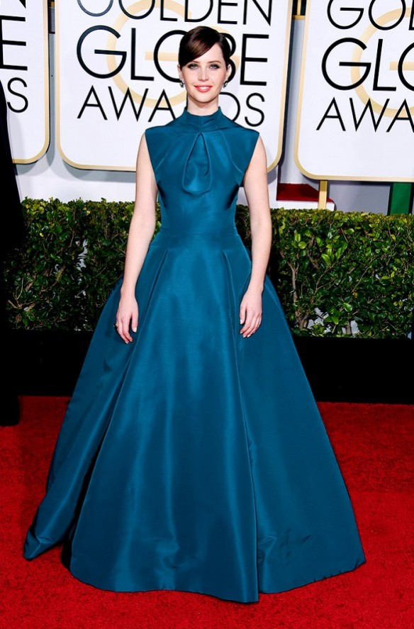 elblogdeanasuero-El estilo de Felicity Jones-Dior vestido largo princesa azul verdoso