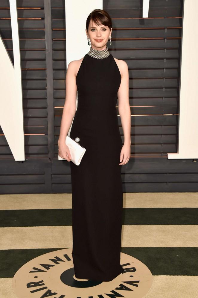 Accesorios para vestido negro con cuello
