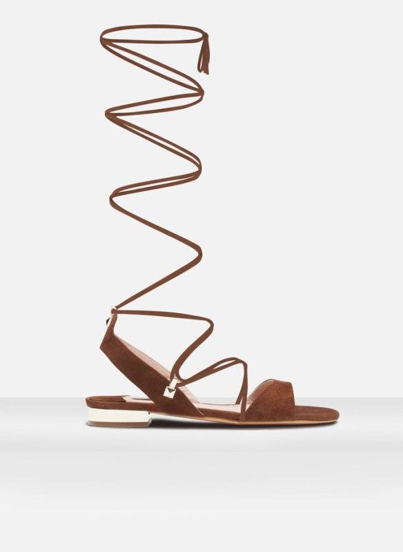 elblogdeanasuero-sandalias romanas-Uterque altas de piel ante marrones