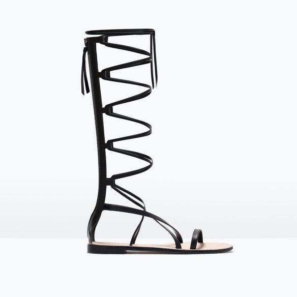 elblogdeanasuero-sandalias romanas-Zara altas de piel negras