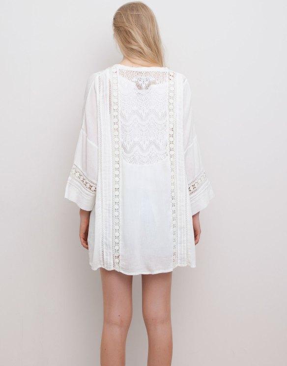 elblogdeanasuero_Kimonos 2015_Pull & Bear kimono blanco con encaje en la espalda