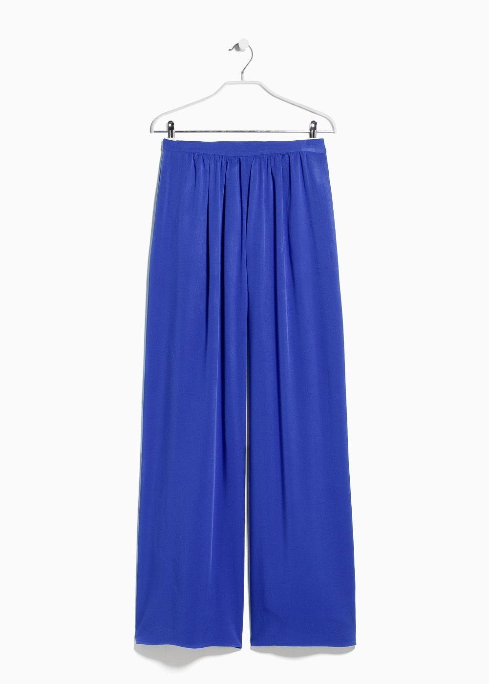Colota en pantalon azul