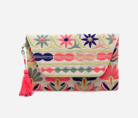 elblogdeanasuero_Clutch estampado_Oysho clutch sobre bordado colores