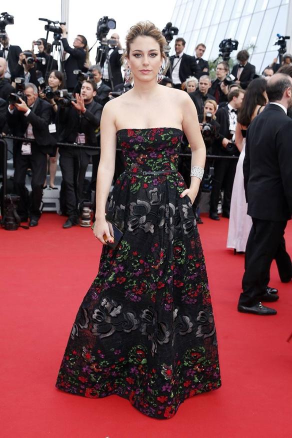 elblogdeanasuero_Festival de Cannes 2015_Blanca Suárez vestido largo palabra de honor negro con flores de Elie Saab