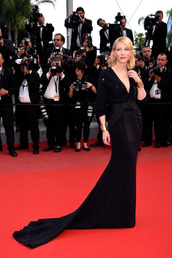 elblogdeanasuero_Festival de Cannes 2015_Cate Blanchett vestido largo negro tipo kimono de Armani