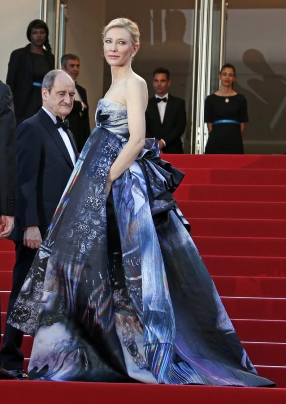 elblogdeanasuero_Festival de Cannes 2015_Cate Blanchett vestido largo voluminoso y palabra de honor de Giles