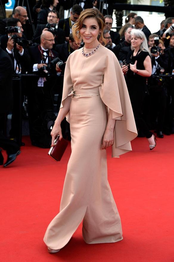 elblogdeanasuero_Festival de Cannes 2015_Clotilde Courau vestido largonude con manga murciélago de Valentino