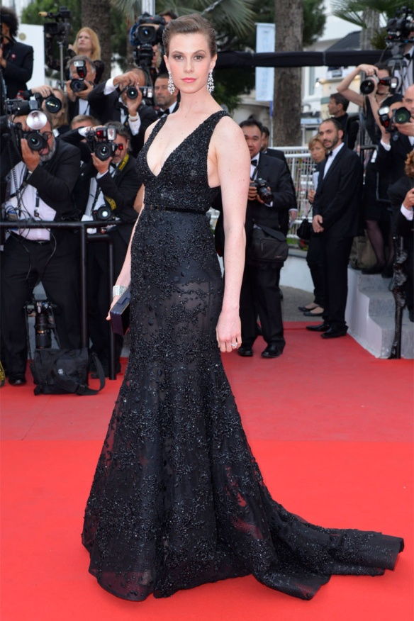 elblogdeanasuero_Festival de Cannes 2015_Elettra Rossellini Wiedemann vestido largo negro con transparencias de Elie Saab
