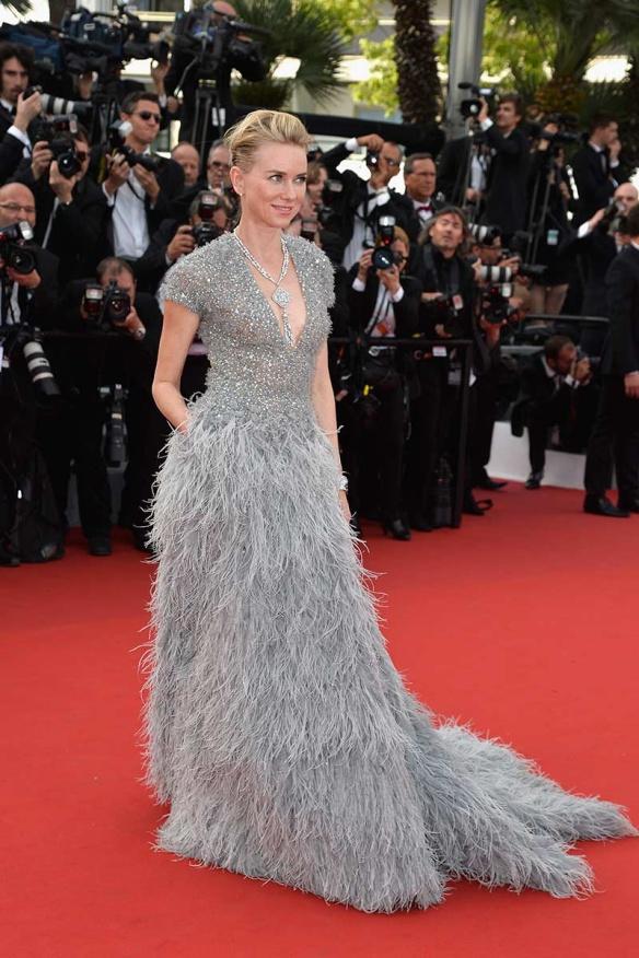 elblogdeanasuero_Festival de Cannes 2015_Naomi Watts vestido largo de paillettes y plumas de Elie Saab