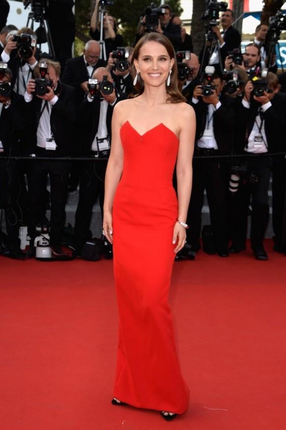 elblogdeanasuero_Festival de Cannes 2015_Natalie Portman vestido largo rojo palabra de honor de Dior