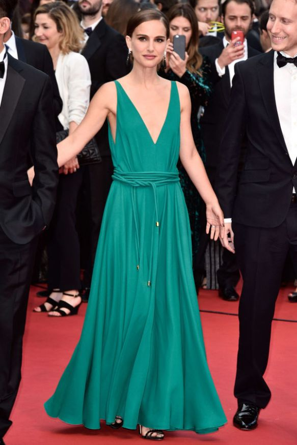 elblogdeanasuero_Festival de Cannes 2015_Natalie Portman vestido largo vaporoso verde de Lanvin