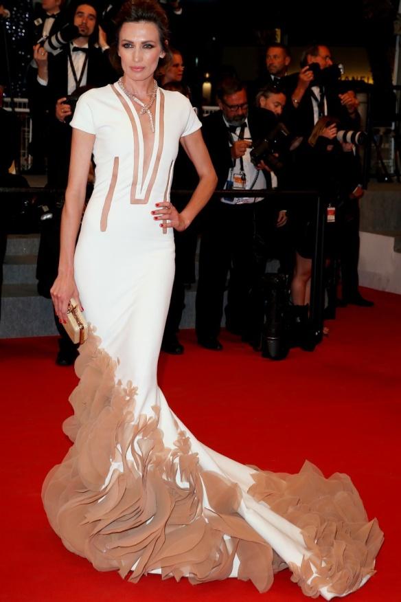 elblogdeanasuero_Festival de Cannes 2015_Nieves Álvarez vestido largo corte sirena blanco y nude de Stephane Rolland