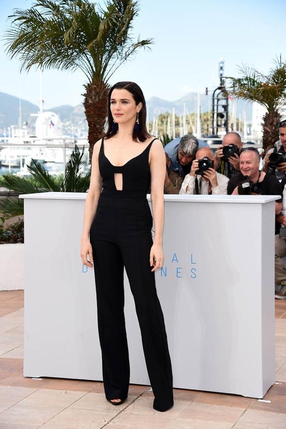 elblogdeanasuero_Festival de Cannes 2015_Rachel Weisz mono negro de Narciso Rodríguez