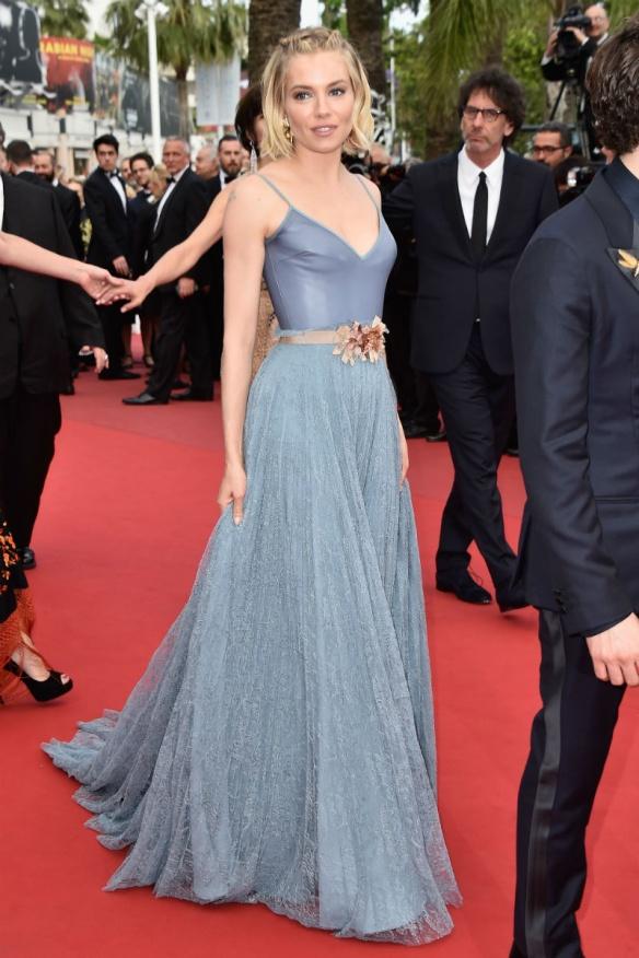 elblogdeanasuero_Festival de Cannes 2015_Sienna Miller falda larga ligera con cinturón de Gucci
