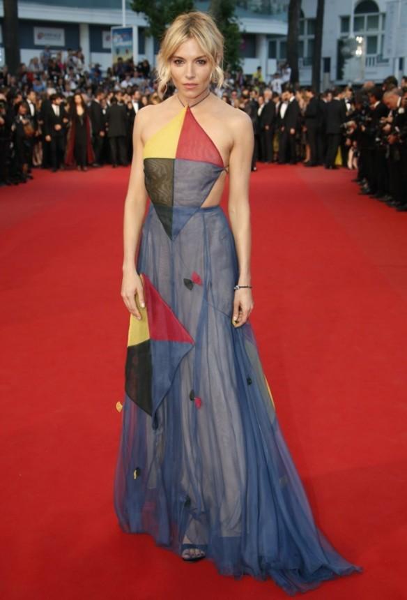 elblogdeanasuero_Festival de Cannes 2015_Sienna Miller vestido largo ligero tipo cometa de Valentino