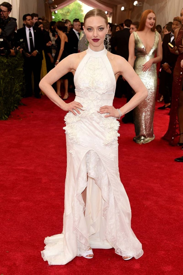 elblogdeanasuero_MET Gala 2015_Amanda Seyfried Givenchy vestido halter blanco