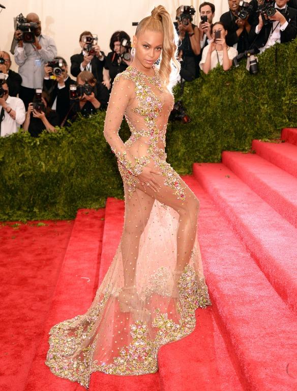 elblogdeanasuero_MET Gala 2015_Beyonce Givenchy vestido transparente con pedrería
