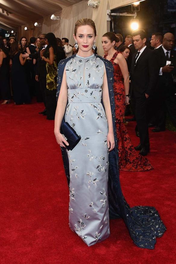 elblogdeanasuero_MET Gala 2015_Emily Blunt Prada vestido tipo chino