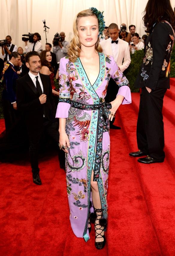 elblogdeanasuero_MET Gala 2015_Georgia Jay Jagger Gucci túnica de flores