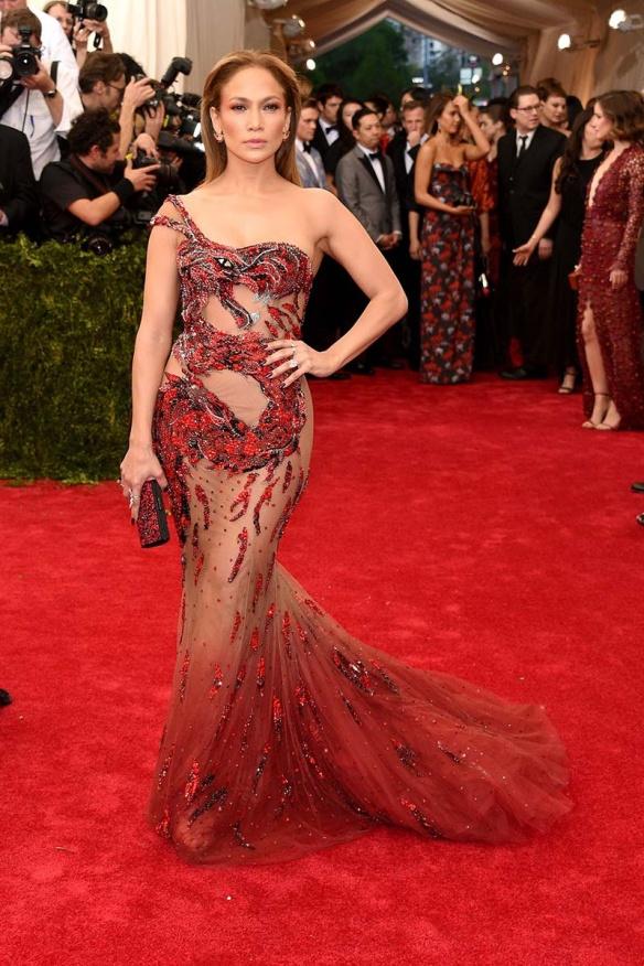 elblogdeanasuero_MET Gala 2015_Jennifer López Versace sirena con transparencias
