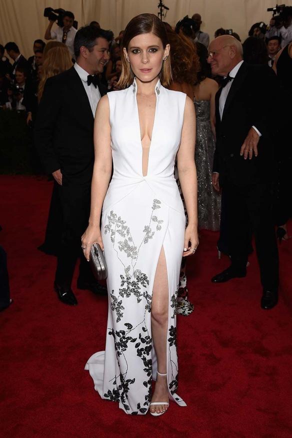 elblogdeanasuero_MET Gala 2015_Kate Mara Diane Von Furstenberg vestido blanco cuello mao y flores