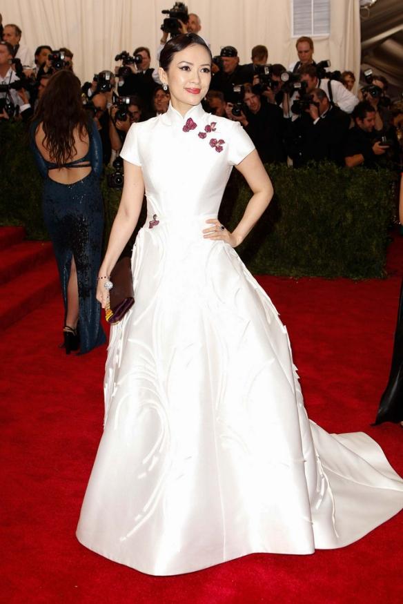 elblogdeanasuero_MET Gala 2015_Zhang Ziyi Carolina Herrera vestido baile cuello mao blanco