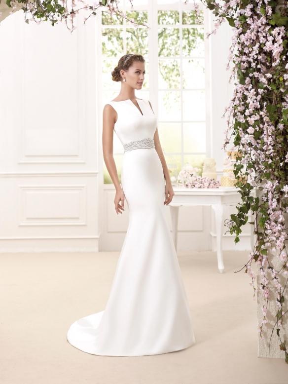 elblogdeanasuero-Avance vestidos de novia 2016-Novia D´art vestido clásico con cola y escote en la espalda CELIA 2
