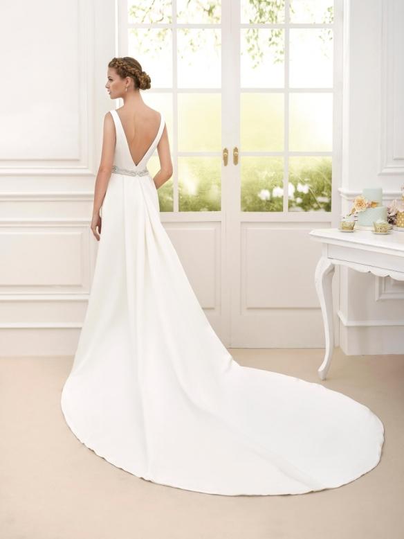 elblogdeanasuero-Avance vestidos de novia 2016-Novia D´art vestido clásico con cola y escote en la espalda CELIA