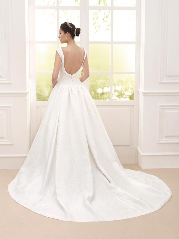 elblogdeanasuero-Avance vestidos de novia 2016-Novia D´art vestido clásico tela brocada y escote en la espalda VALS 2