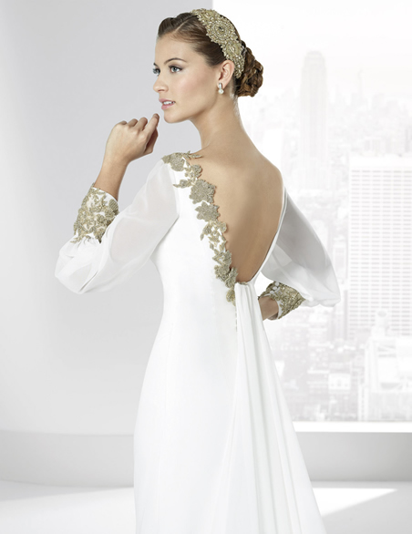 elblogdeanasuero-Avance vestidos novia 2016-Franc Sarabia vestido manga larga con bordados dorados