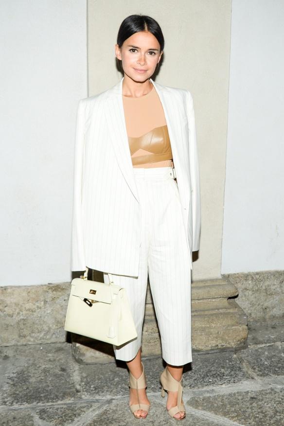elblogdeanasuero-Pantalón culotte-Miroslava Duma pantalón culotte con traje blanco