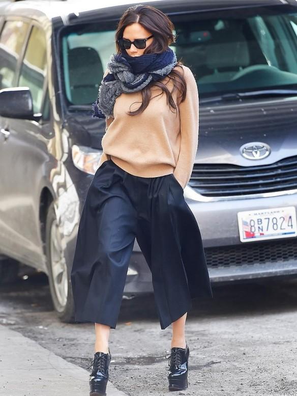 elblogdeanasuero-Pantalón culotte-Victoria Beckham pantalón culotte look sport